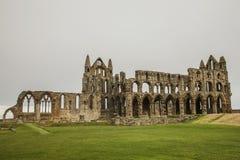 Whitby Abby, la vista de las ruinas Imagenes de archivo