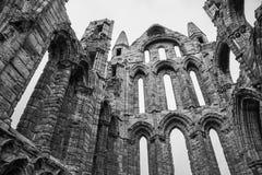 Whitby Abby, Yorkshire - die Überreste, oben schauend Stockbilder
