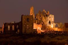 Whitby Abtei an der Dämmerung stockfotos