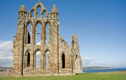 Whitby Abtei und die Küstenlinie. Lizenzfreies Stockfoto