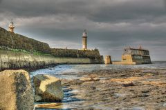 Whitby Harbour Wall Lighthouse royalty-vrije stock foto