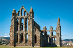 WHITBY NORR YORKSHIRE/UK - AUGUSTI 22: Rest av Whitby Abbey Royaltyfria Bilder