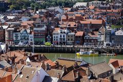 WHITBY NORR YORKSHIRE/UK - AUGUSTI 22: Sikt av Whitby North Yo Arkivfoto