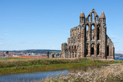WHITBY NORR YORKSHIRE/UK - AUGUSTI 22: Whitby Abbey i norr Y Arkivbilder
