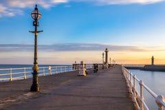 Whitby Pier North Yorkshire, het UK stock fotografie