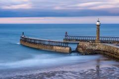 Whitby Pier North Yorkshire, Regno Unito immagini stock