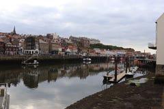 Whitby- port, stad i ENGLAND arkivbilder