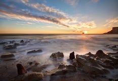 Whitby, salida del sol de la costa de North Yorkshire Fotos de archivo libres de regalías