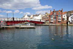 Whitby Swing Bridge e fiume Esk Fotografia Stock