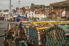 Whitby, Yorkshire - casas y equipo de pesca Foto de archivo