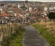 Whitby, Yorkshire - la vista de la ciudad de la distancia Fotos de archivo libres de regalías