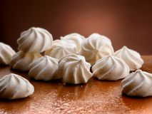 Free White And Crispy Meringues Royalty Free Stock Images - 101098819