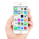 White Apple iPhone 6 displaying homescreen Royalty Free Stock Photography