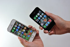 White Apple iPhone 5S & black Apple iPhone 4S Royalty Free Stock Image
