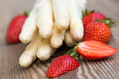 White Asparagus And Strawberries Royalty Free Stock Images