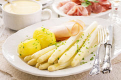 White Asparagus with Ham and Potatoes Royalty Free Stock Photos
