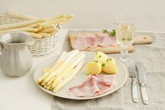 White asparagus with potatoes and boiled ham Royalty Free Stock Photos