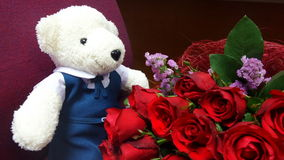 White bear doll and red roses bouquet Royalty Free Stock Images