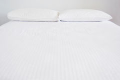 White bedroom with white beddings Royalty Free Stock Image