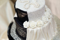 White and black wedding cake Royalty Free Stock Photos