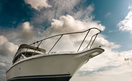 White boat against the blue sky Royalty Free Stock Images