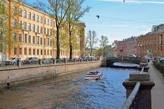 A white boat sails on the Canal in a Sunny day in Saint-Petersbu Stock Photography