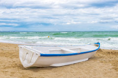 White boat on the seashore Royalty Free Stock Images