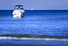 White boat on water Royalty Free Stock Photography