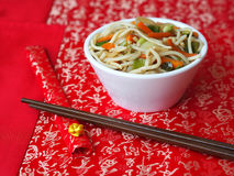 White bowl of Chinese noodles Royalty Free Stock Photos