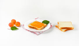 White bread with apricot jam Royalty Free Stock Photos