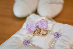 White bride shoes and wedding rings Stock Images
