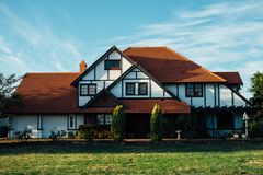 White and Brown Bungalow House Royalty Free Stock Image