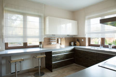 White and brown kitchen interior Royalty Free Stock Images