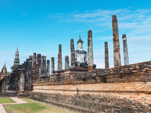 White Buddha and ruin bricks pole Royalty Free Stock Photos