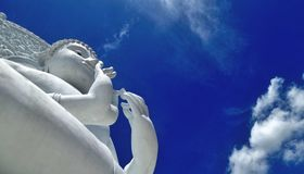 White  Buddha sculpture under blue sky and white cloud Stock Photography