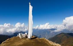 White buddhist religious flag mountain edge. Royalty Free Stock Photos