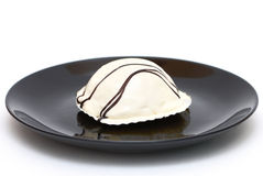 White cake on a black plate Royalty Free Stock Photos
