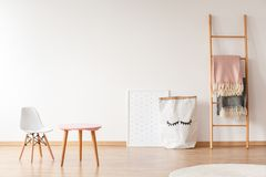 Free White Chair And Pink Table Royalty Free Stock Photos - 107956248