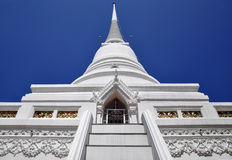 White chedi soars into blue sky Stock Photography