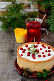 White chocolate cheesecake tart with cranberries Royalty Free Stock Photos