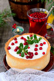 White chocolate cheesecake tart with cranberries Royalty Free Stock Images