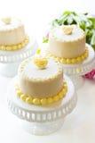 White chocolate honey lavender cake Royalty Free Stock Photos