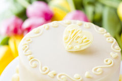 White chocolate honey lavender cake Royalty Free Stock Photos