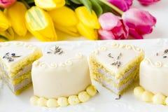 White chocolate honey lavender cake Stock Photography
