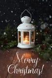 White Christmas lâmpada e ramos do abeto em uma superfície de madeira Fotografia de Stock Royalty Free