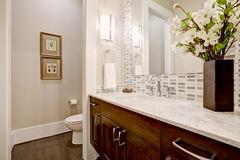 White and clean bathroom design in brand-new home Royalty Free Stock Photos