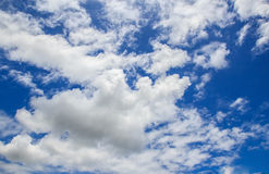 White cloud and blue sky background Royalty Free Stock Photos