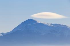 White cloud at peak of mountain Royalty Free Stock Photos