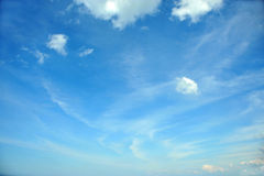 White clouds against the blue sky Royalty Free Stock Images