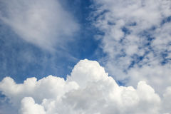 White clouds with blue sky background Royalty Free Stock Photos